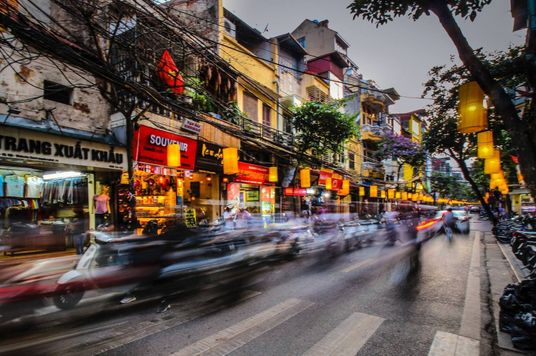 Việt Nam - Một gia đình trung lưu bứt phá bẫy thu nhập trung bình