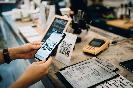 Fintech là gì? Xu hướng này đang ảnh hưởng gì đến cách bạn dùng tiền?