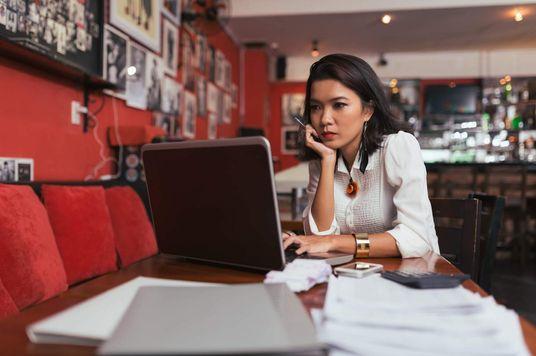 """4 Sai lầm phổ biến khiến quản lý """"gánh thêm việc vào người"""""""