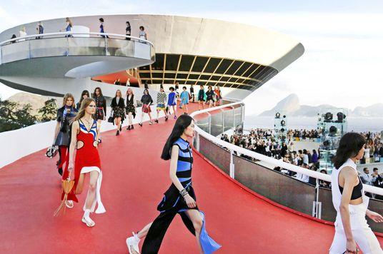 Vì sao Cruise Collection quan trọng với ngành thời trang?
