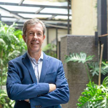 How I Manage: Aaron Ferguson, Giám đốc Pháp chế tại Standard Chartered Việt Nam và những đầu tư cho cộng đồng