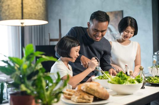 Bữa ăn gia đình liệu còn cần thiết trong cuộc sống hiện đại?