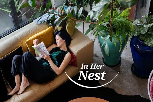 In Her Nest: Kim Oanh chuyện trò với cây cối trong nhà