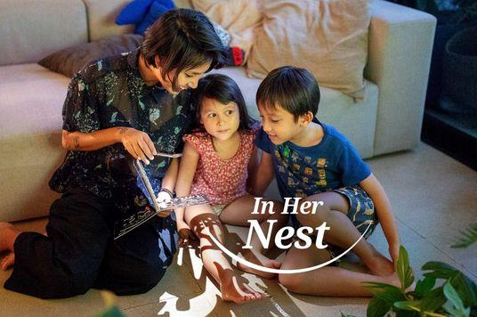 In Her Nest: Thùy Minh xem phim Hàn khóc thút thít