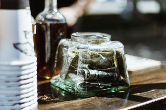 Vì sao nhiều nhà hàng trên thế giới cấm nhận tip?
