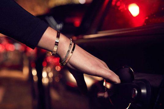 Item Profile: Vòng tay Love của Cartier — Biểu tượng của tình yêu vĩnh cửu?
