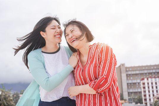 Làm sao để hàn gắn mối quan hệ với cha mẹ sau mâu thuẫn?