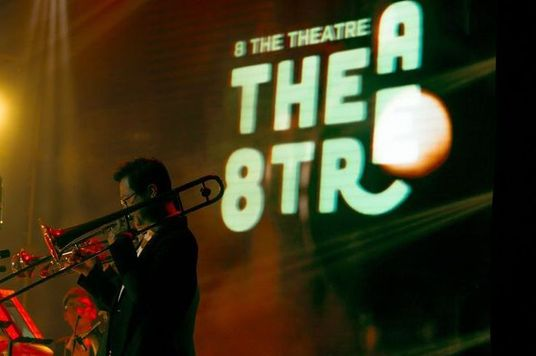 In The Spotlight: 8 The Theatre Và Giấc mơ nghệ thuật lúc 8 giờ tối