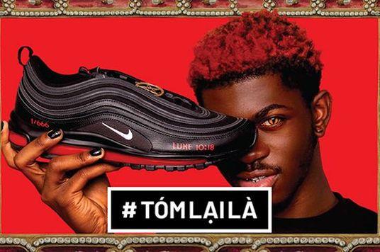Tóm Lại Là: Tại sao giày Satan có máu người của Lil Nas bị kiện?