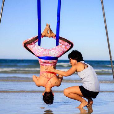 Nghề Lạ: Tìm hiểu về yoga dây và cách lắng nghe cơ thể từ Avi Nguyễn