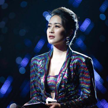 Ask A Senior: MC Phí Linh và hành trình bền bỉ của người làm truyền hình
