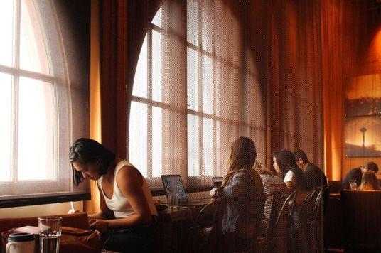 Cẩm nang giữ hình tượng khi làm việc tại quán cà phê