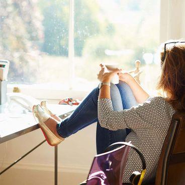 Nên làm gì để vượt qua cảm giác cô đơn trong lúc cách ly xã hội?
